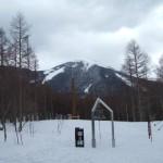 白樺高原国際スキー場 御柱と蓼科山