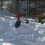 駐車場で雪遊び