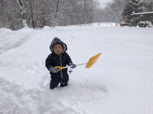 2歳児 雪かき