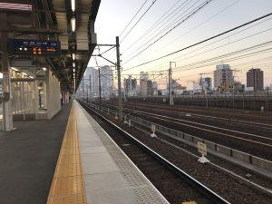 早朝の栄生駅 いびがわマラソンへ