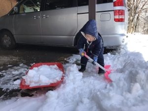 雪かき 3才児