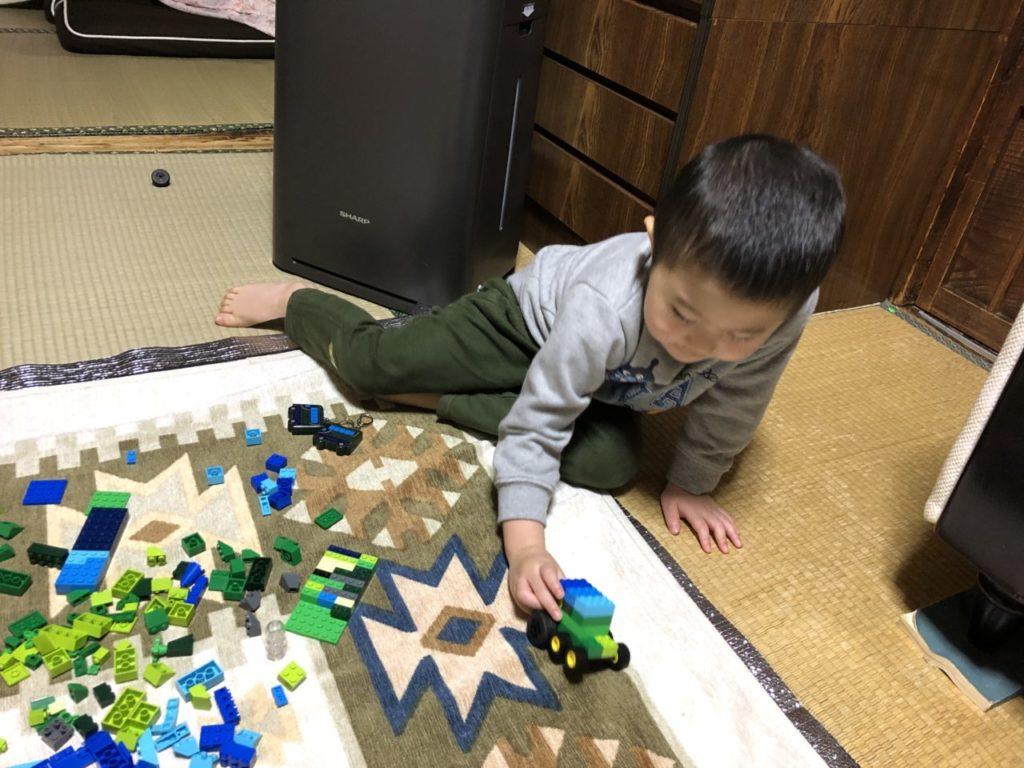 レゴで遊ぶ4歳