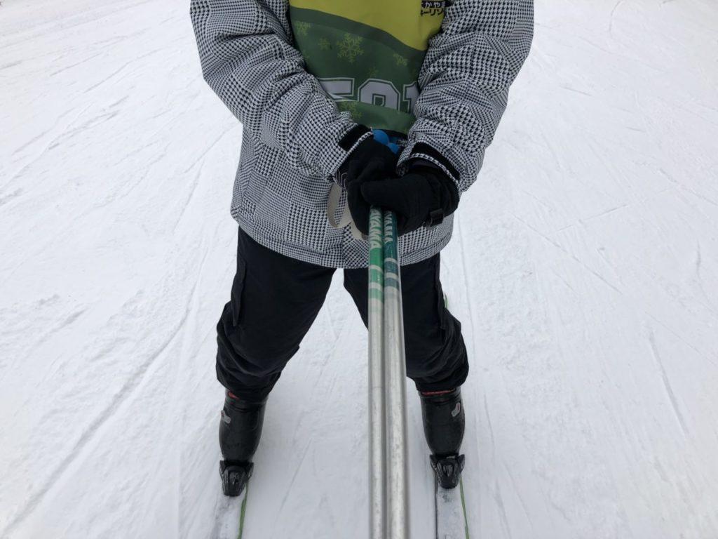 ブランシュたかやま スキー教室 滑れない子を支える
