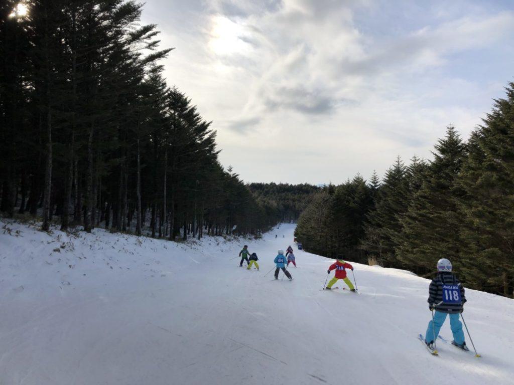 地元小学生のスキー教室