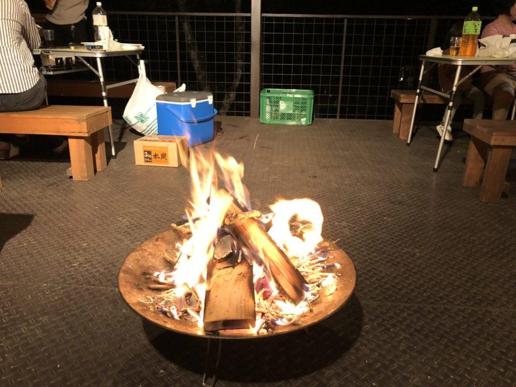 寒いので焚き火 コールマンファイヤーディスクプラス