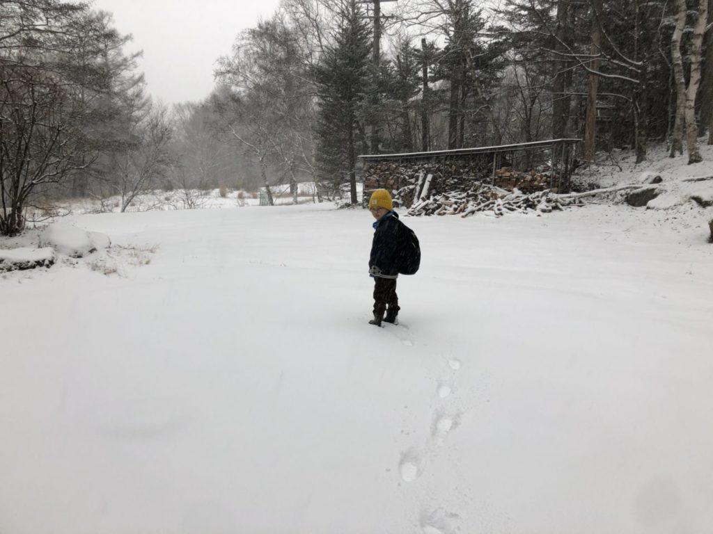 積雪 駐車場で遊ぶ