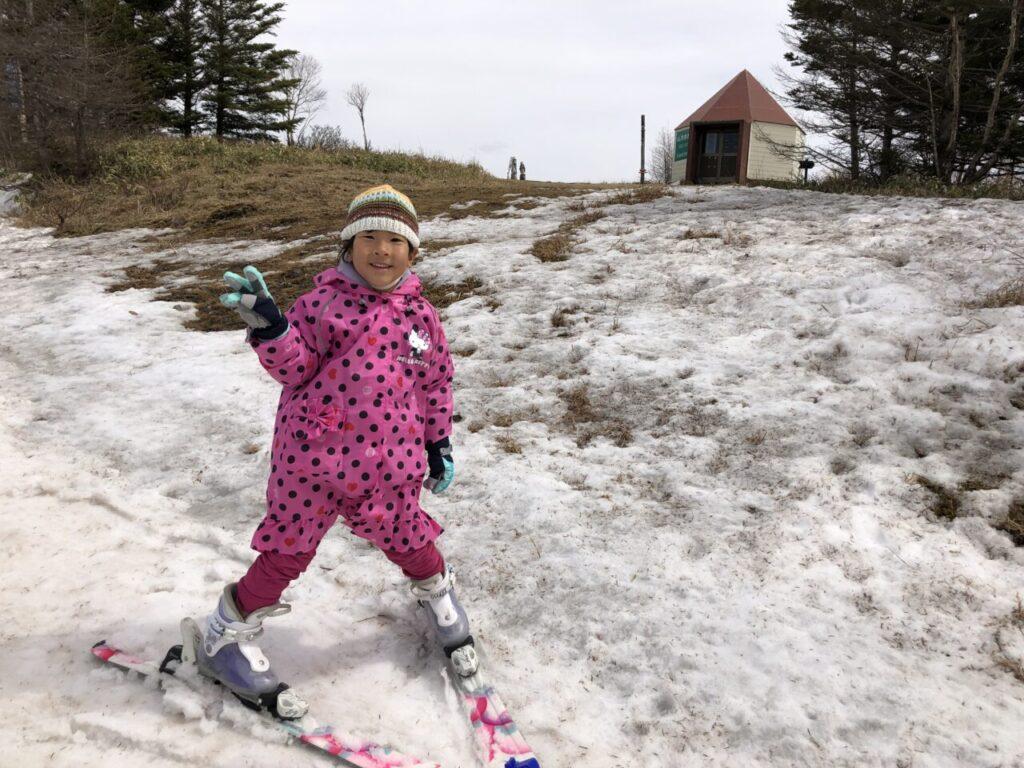 ブランシュたかやま山頂へ 無料スキーレッスン 初スキーあいちゃん