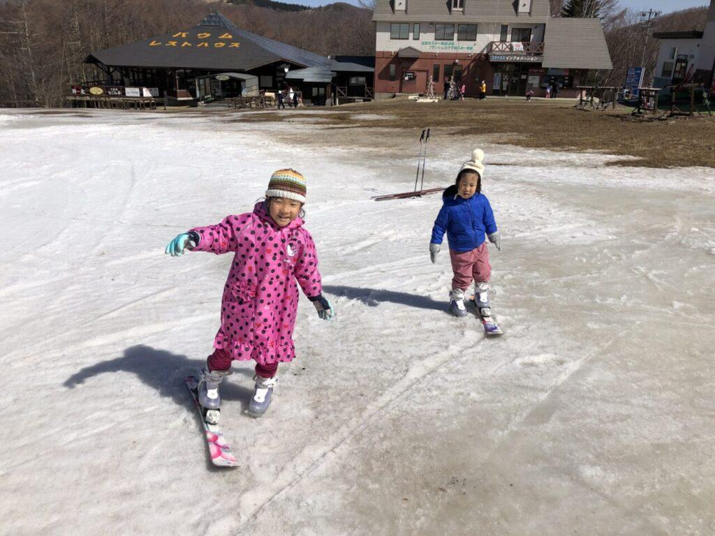 ブランシュたかやま 無料スキーレッスン 初スキー 片足スキー あいちゃんとゆうくん