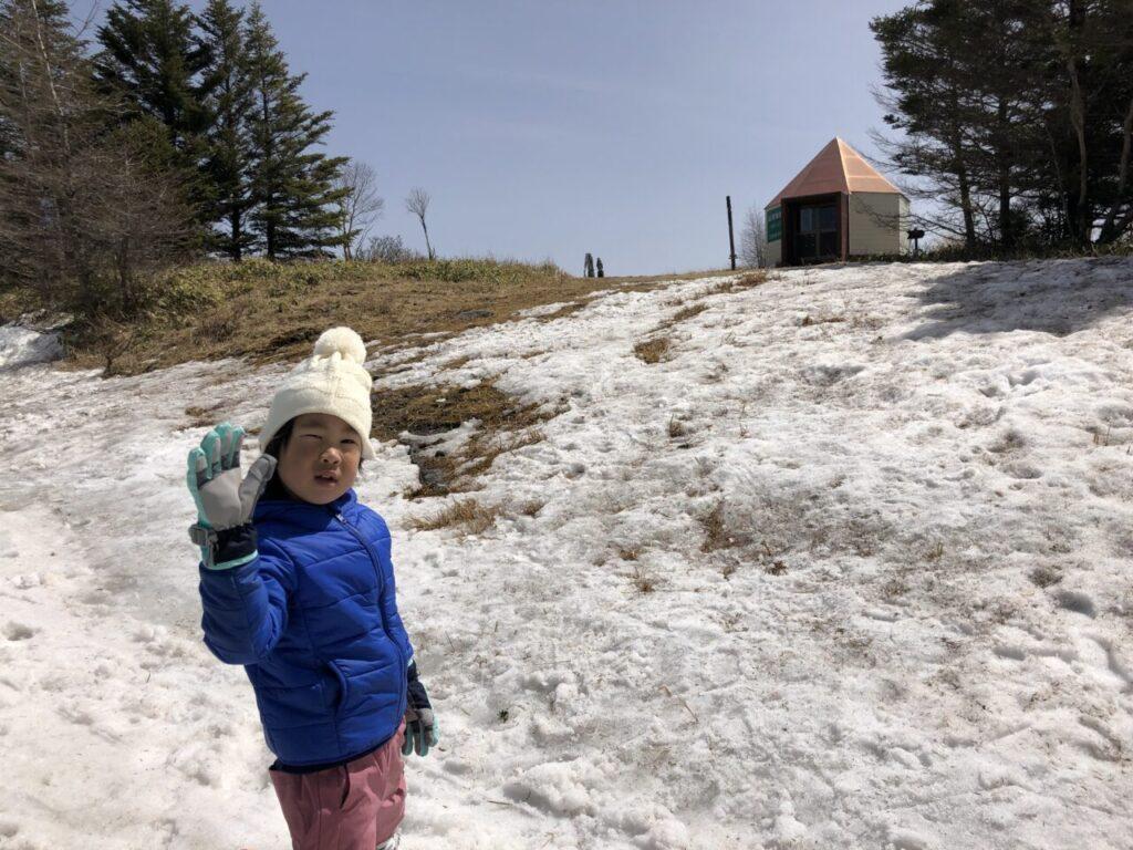 ブランシュたかやま山頂へ 無料スキーレッスン 初スキーゆうくん