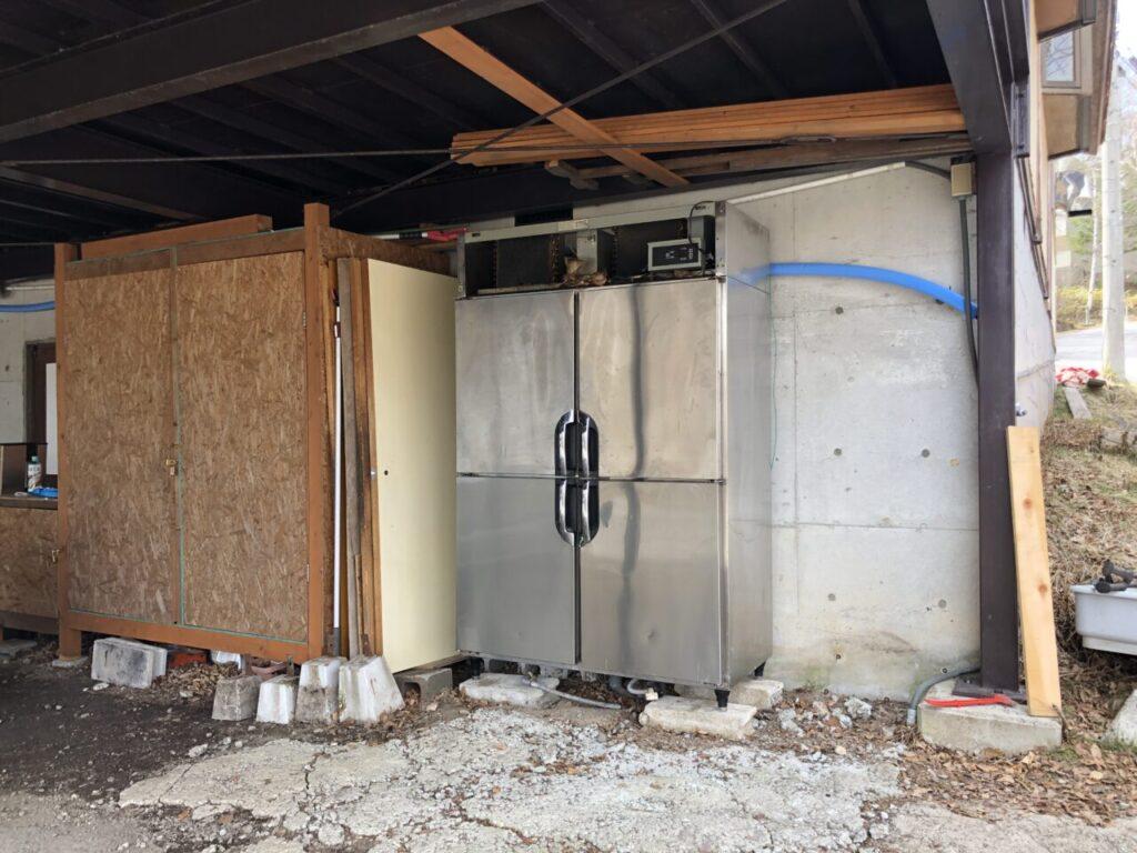 業務用冷凍冷蔵庫 自分で搬出して物置に