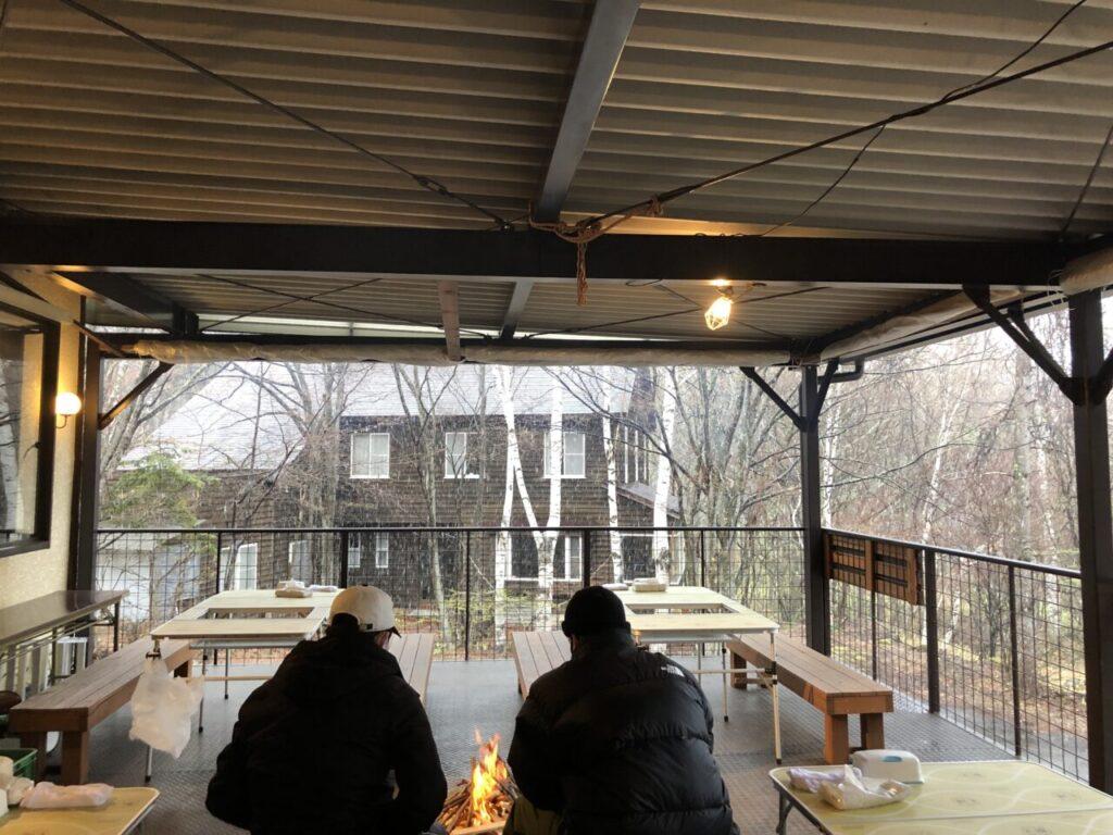 屋根付きデッキBBQ ゴールデンウイーク 雪降りで寒くて焚き火