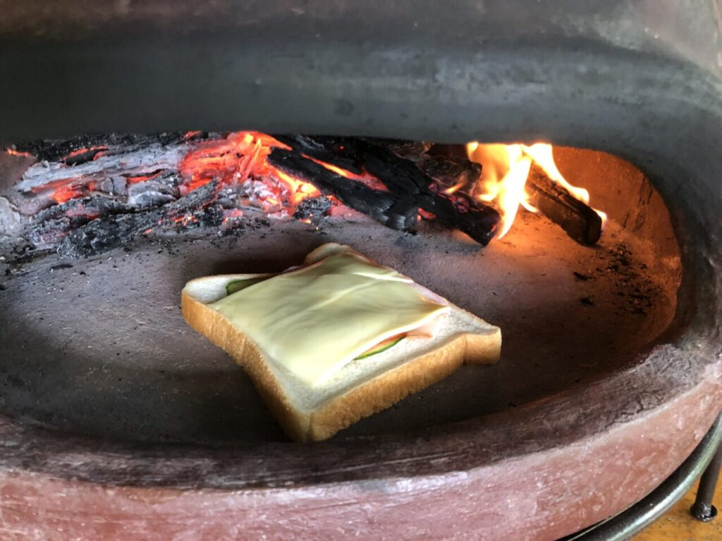 ピザ窯 BBQスペースに設置 食パンも焼けます